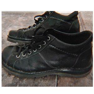Dr. Martens Shoes | Dr Martens 12083. Black Chukka